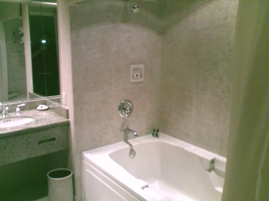 Horseshoe Casino and Hotel: Large bathtub