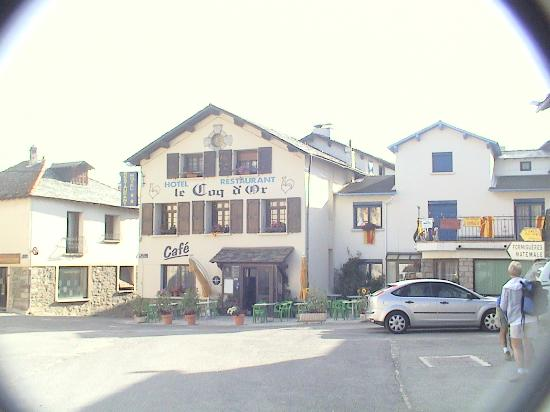 Les Angles, Francia: The hotel and village square