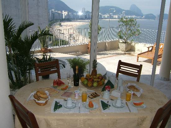 Rio Guest House ( Marta's Guest House): breakfast on the terrace