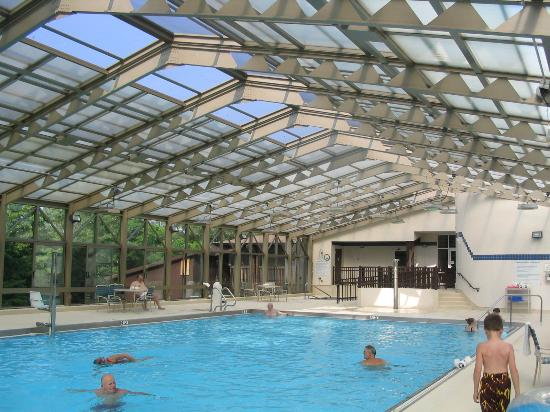 Lake Barkley Lodge: The indoor pool