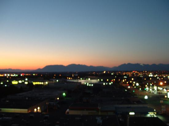 Hilton Vancouver Airport: View from 10th Floor of sunset