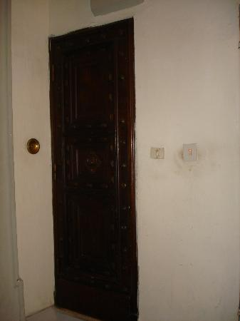 Palazzo Bruchi: Door to our room