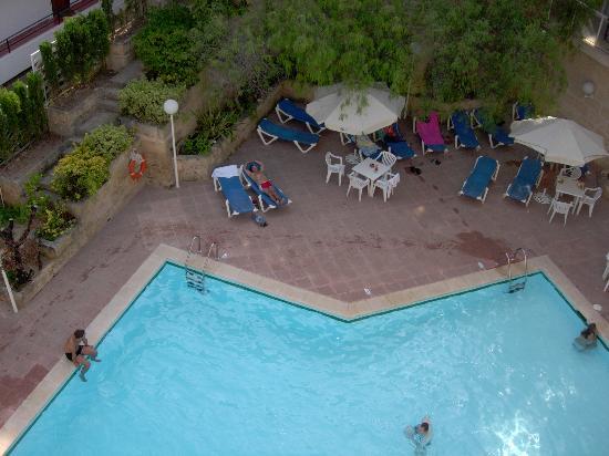 Tora Hotel: piscina