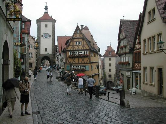 Bacharach, Tyskland: Cobblestone streets in ancient Rothenburg, Germany