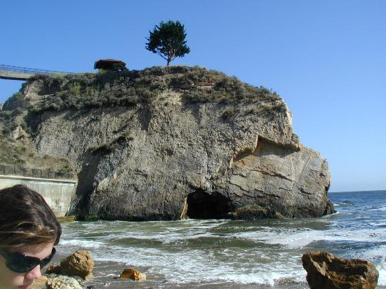 The Inn at the Cove: Arched rock at beach