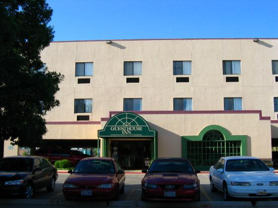 Guesthouse Inn & Extended Stay Suites: Hotel Exterior