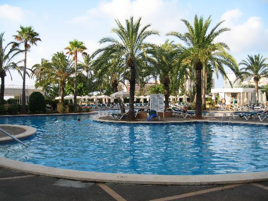 Protur Vista Badia Aparthotel: Pool Area