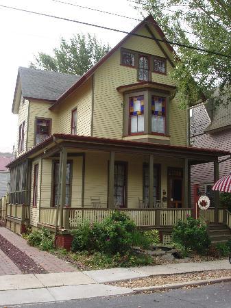 The Bacchus Inn: front of inn