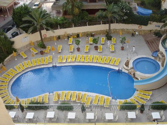 Hotel RH Princesa: The pool from the 5th floor