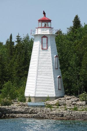 Super 8 Port Elgin: Tobermory Lighthouse