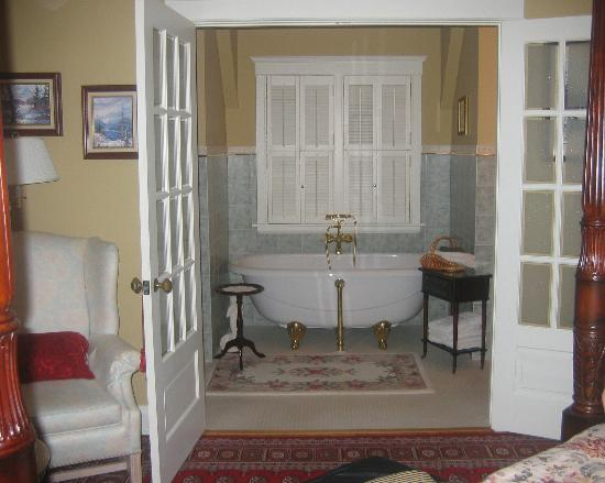 Ridley Gate Manor : ensuite bath