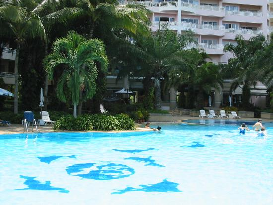 Springfield Beach Resort: Pool View