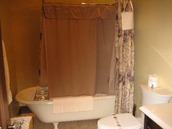 Palace Hotel Port Townsend: Claw-Foot Tub