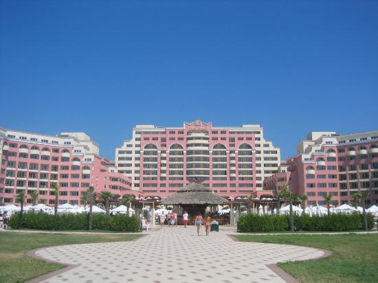 DIT Majestic Beach Resort: View of the hotel