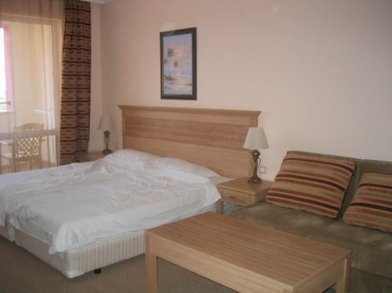 DIT Majestic Beach Resort: Bed area
