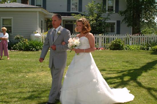 Amber Grove Inn: Here comes the bride!