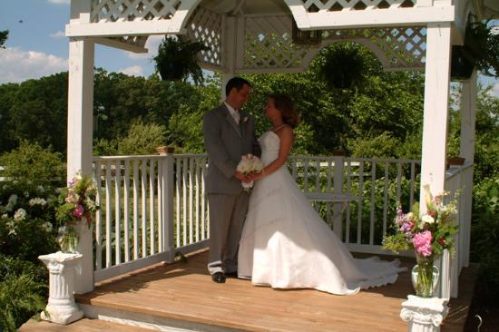 Amber Grove Inn: On the Gazebo
