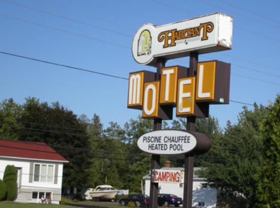 Habitant Motel and Restaurant: Hotel sign