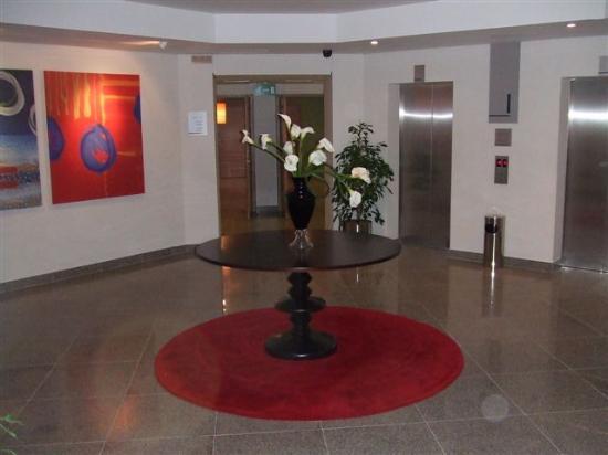 Arabian Park Hotel: elevators