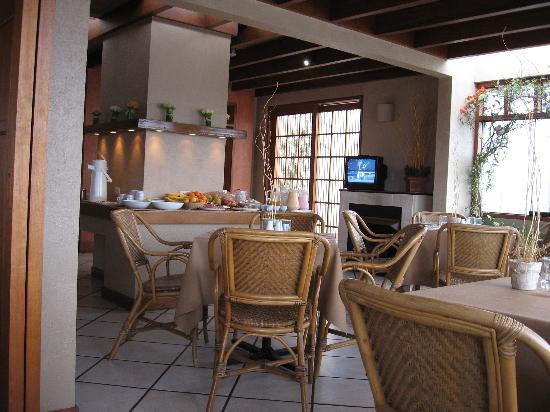 Conquistadores Hotel & Suites: Restaurant ( Top floor )