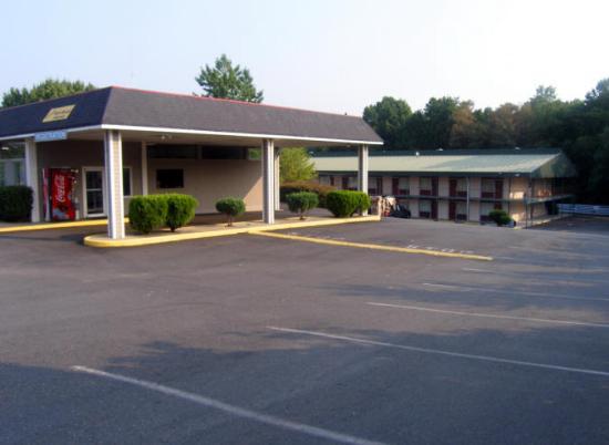 Red Roof Inn Fredericksburg North: Main office