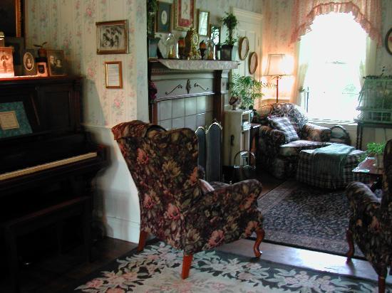 Dunbar House, 1880: Common Area