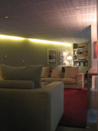Sercotel Amister Art Hotel: Lounge Area