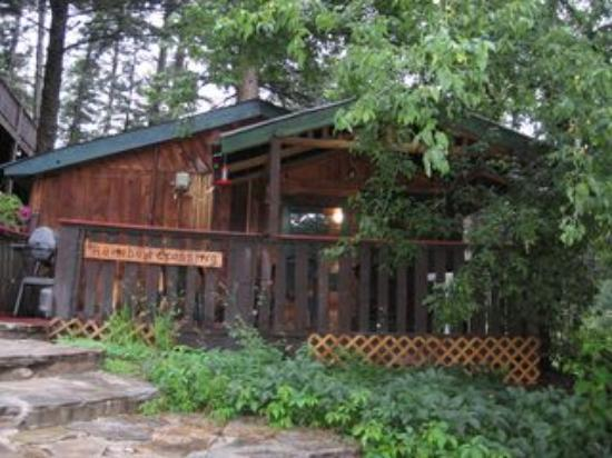 Noisy Water Lodge: Rainbow Crossings cabin