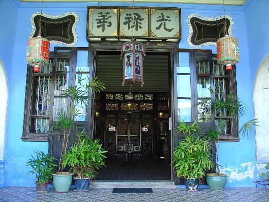 Cheong Fatt Tze - The Blue Mansion: The impressive front entrance
