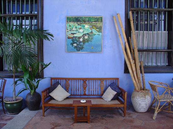 Cheong Fatt Tze - The Blue Mansion: Gorgeous blue walls... The Blue Mansion lives up to its name...