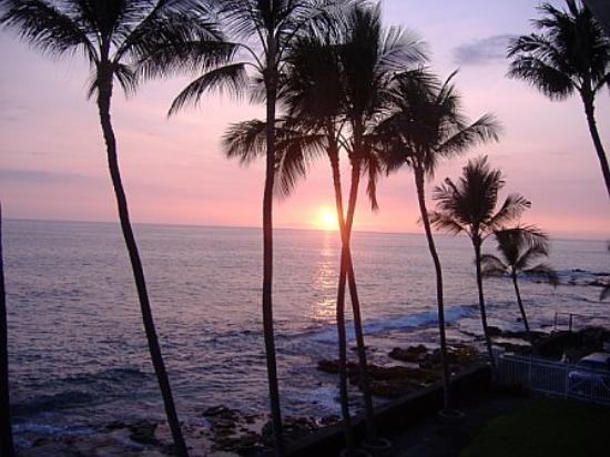Kona Magic Sands: sunset from our window