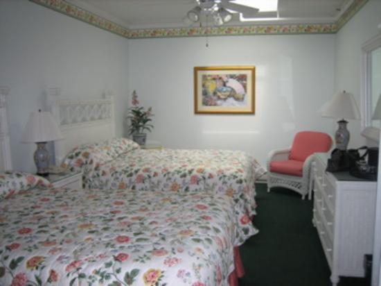Main Street Inn and Suites: Interior room #306