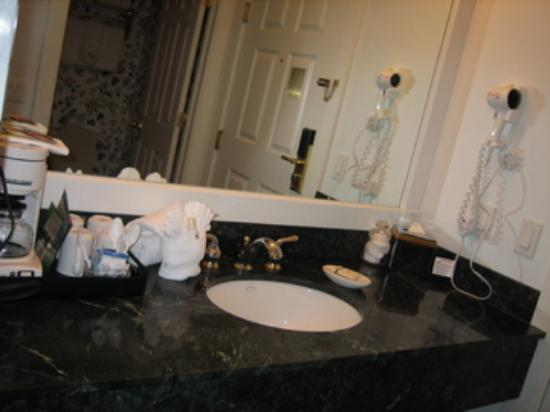 Main Street Inn and Suites: granitie countertops