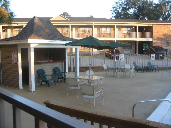 Suburban Extended Stay Hotel: Pool Cabana Area