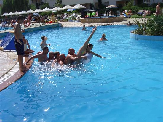 Bitzaro Grande Hotel: Games in the pool