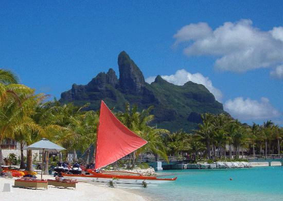 The St. Regis Bora Bora Resort : Beach