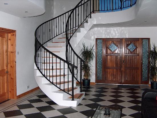 Aurora Guest Accommodation: The Center Hall Room... Built like an Italian Villa