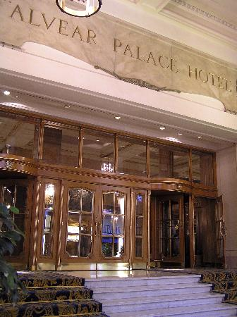 Alvear Palace Hotel: Porticoed entrance to hotel