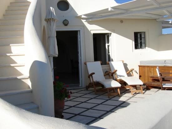 Canaves Oia Hotel: view of our private entrance and terrace