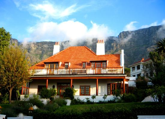 Acorn House: Beautiful afternoon sun! You can see the close proximity to Table Mountain.