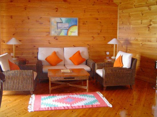 Meeru Island Resort & Spa : Sitting room of the honeymoon suite