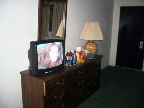 Casino West Motel: TV and dressed  (my snacks, not theirs)