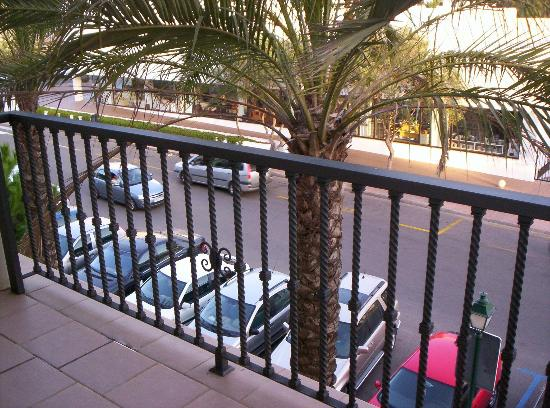 Inturotel Sa Marina: Watch the kids climb the railings (and note the public car park in foreground)