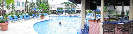 Hampton Inn & Suites San Juan: Panoramic view of pool