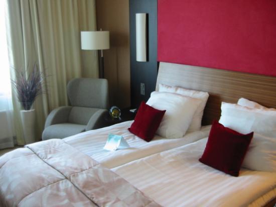Holiday Inn Helsinki West-Ruoholahti: New furniture and nice bed