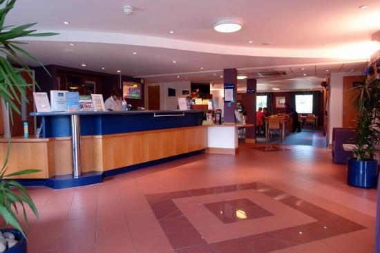 Premier Inn Pontypool Hotel: reception