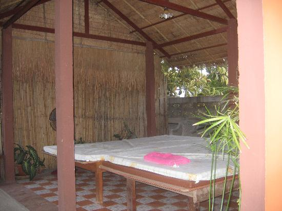 Golden Cupids Hotel : The Outdoor Massage Tables