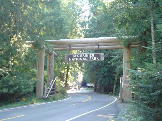 National Park Inn at Mount Rainier: Park Entrance