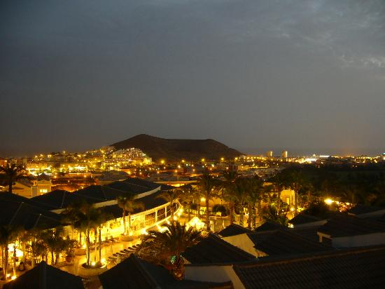 Gran Oasis Resort: Night View from Apartment