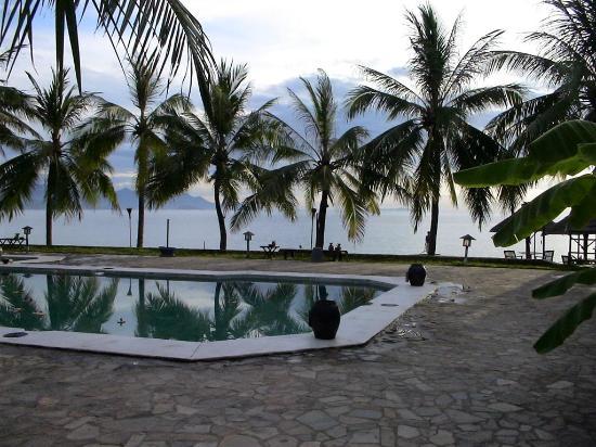 Evason Ana Mandara Nha Trang : pool and sea